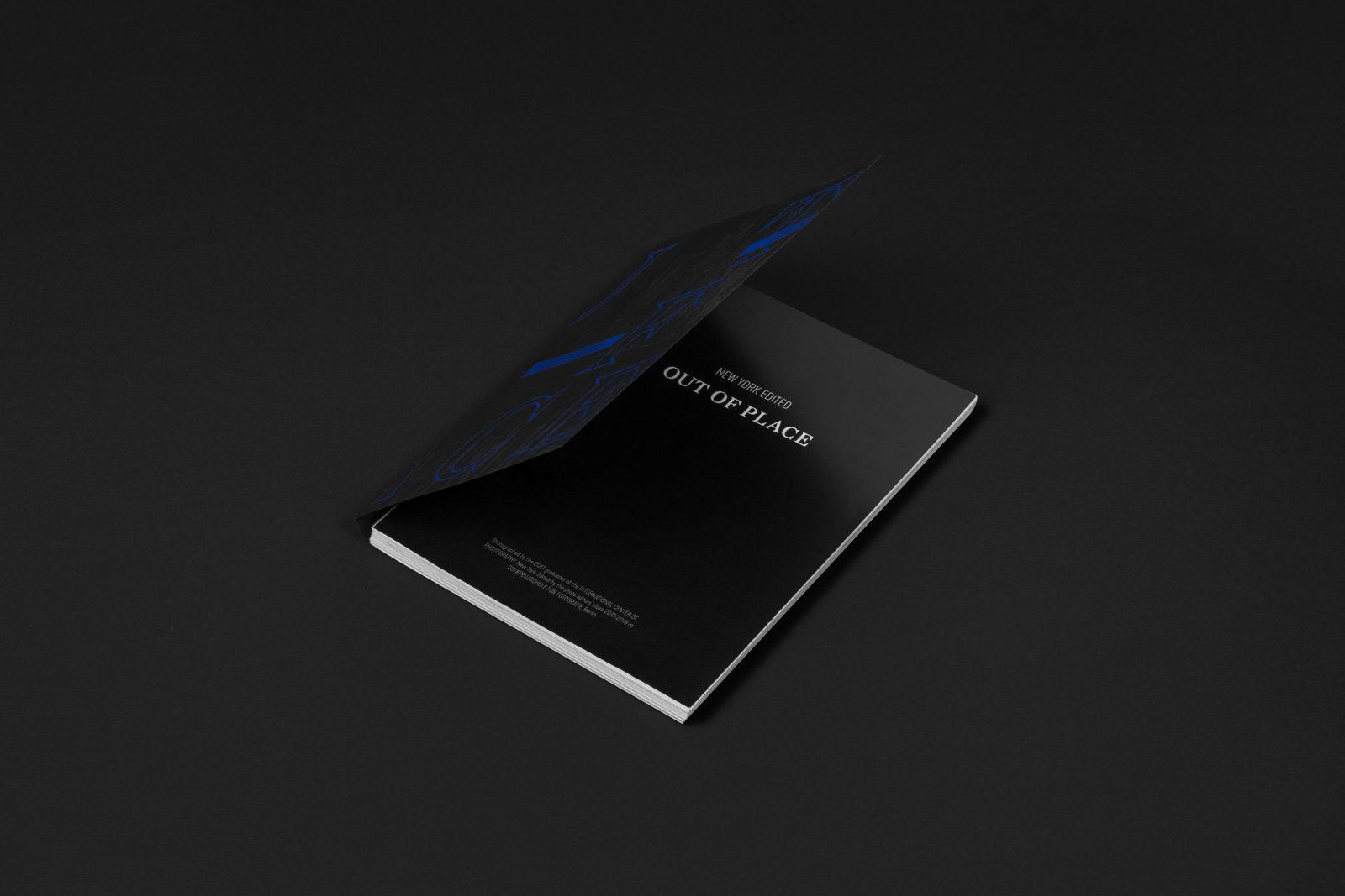 Editienne Grafikdesign - Kommunikationsdesign Berlin- Buchgestaltung und Coverdesign Fotobuch Out of Place 3