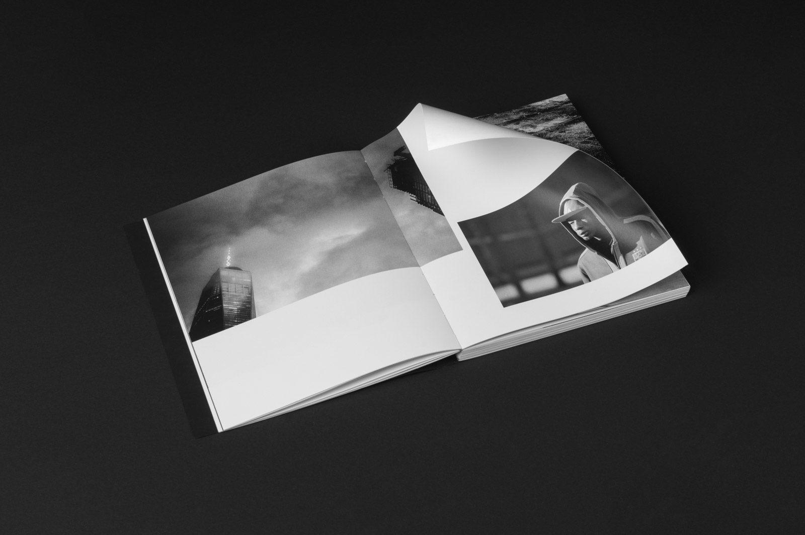 Editienne Grafikdesign - Kommunikationsdesign Berlin- Buchgestaltung und Coverdesign Fotobuch Out of Place 4